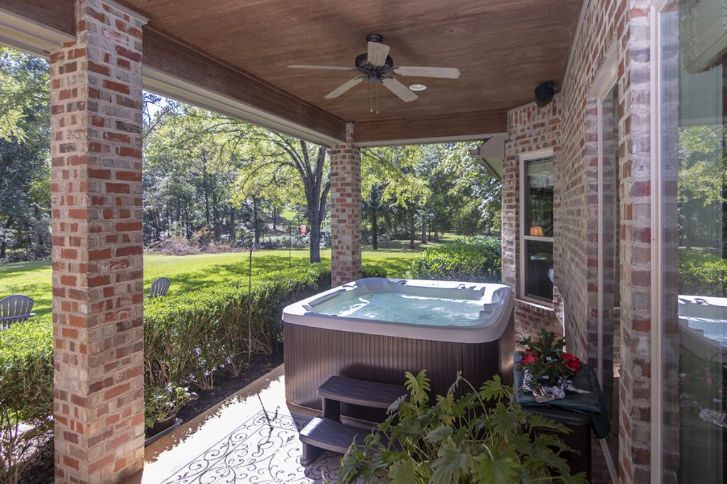 Hot Tub - 207 King Ct. Bullard TX 75757