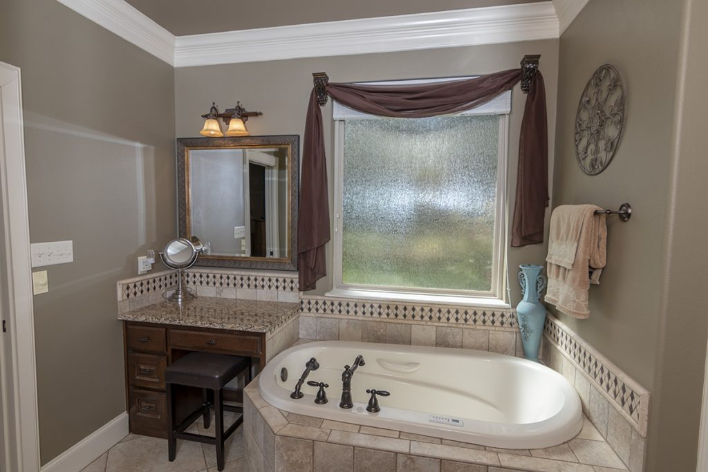 Master TUB - 207 King Ct. Bullard TX 75757